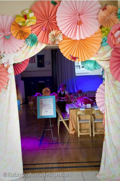 Paper Rosette Party Decorations DIY - tutorial link