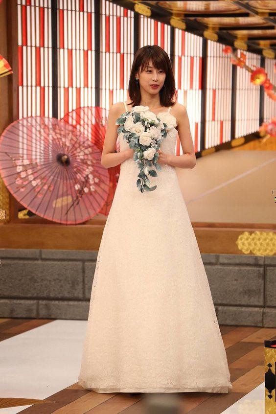 ウエディングドレス姿の加藤綾子