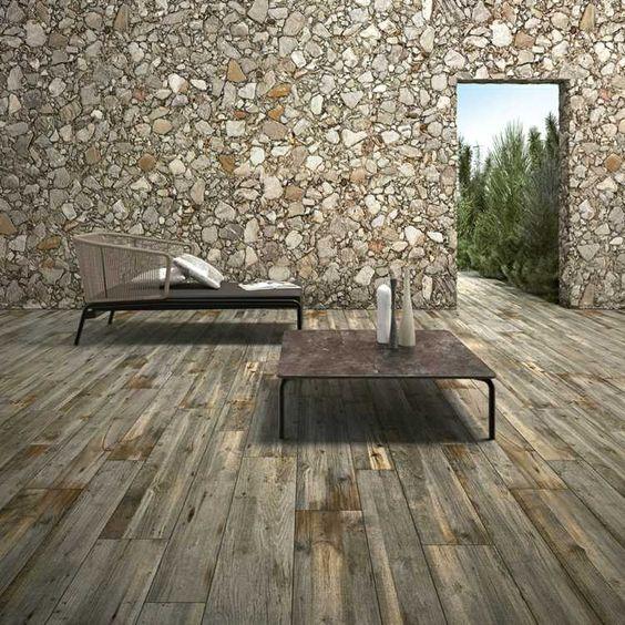 carrelage imitation parquet gris foncé et mur en pierre naturelle pour la terrasse de jardin