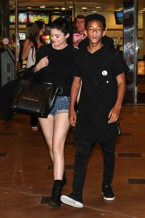 """Kylie Jenner & Jaden Smith exibição de Guerra Mundial Z"""", no Calabasas Commons cinema na Califórnia"""