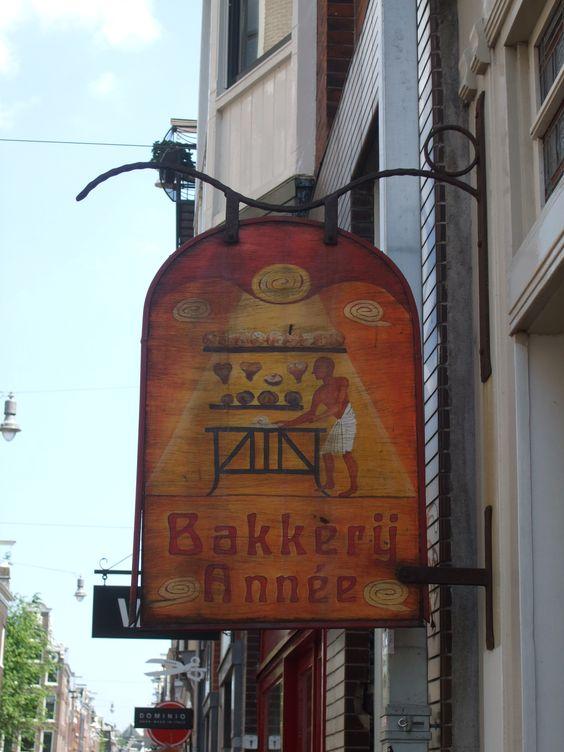 signboard Bakery Paul Annee closed since 2015