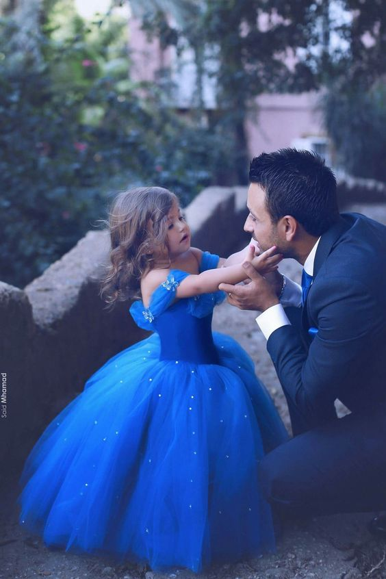 Beautiful picture of father and his little daughter dresses as Cinderela. Love Photography Blue dress Princess Fashion Goals In Love: