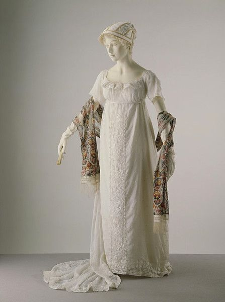 Evening dress, 1805-10 France (possibly), the V Museum: