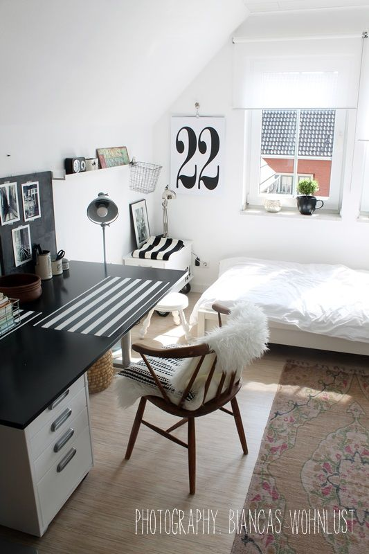 schwarz wei e streifen und vintageelemente im. Black Bedroom Furniture Sets. Home Design Ideas