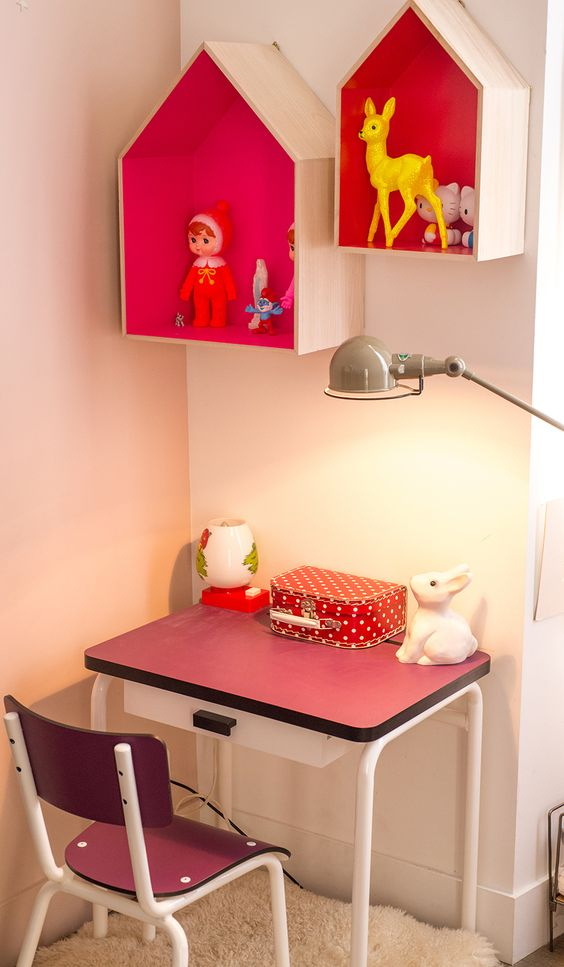 leuke muurkastjes//desk//box-houses on the wall..: