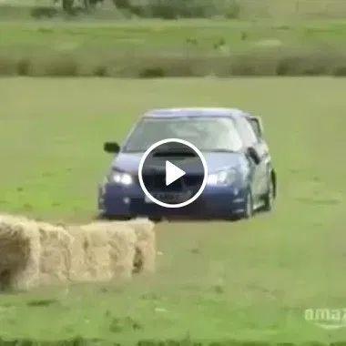 Sem velocidade o carro cai .