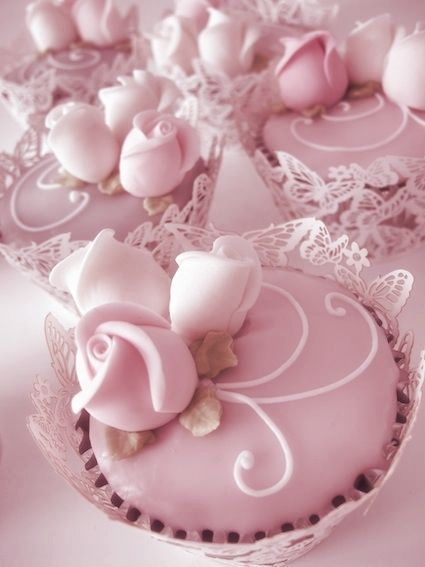 These beautiful cupcakes would be perfect for a bridal shower, or surrounding a matching cake at a wedding reception, or even in place of a traditional wedding cake.
