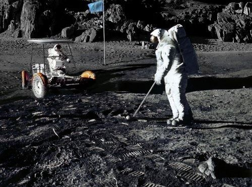 https://i.pinimg.com/564x/cb/11/ee/cb11eecf5deab26f9a4bf29c3c96fb16--on-the-moon-golf-ball.jpg