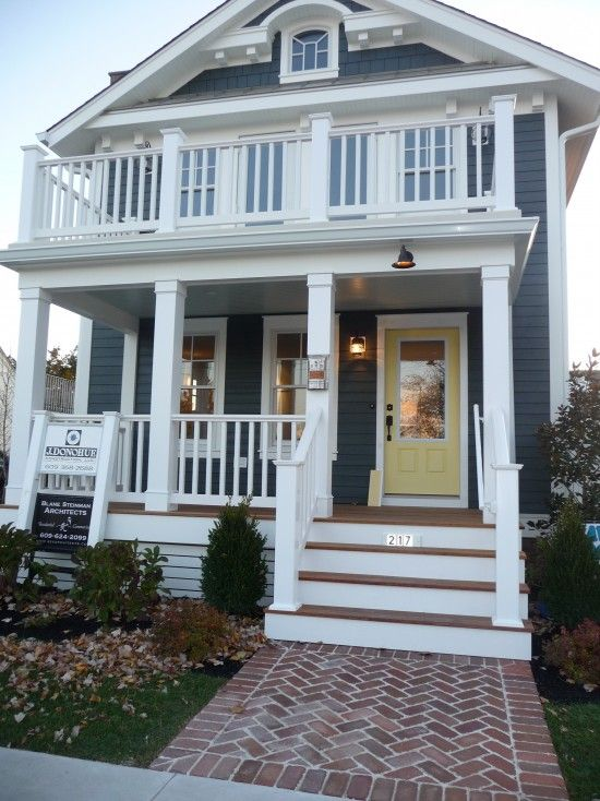 Traditional beach cottage design pictures remodel decor for Beach cottage exterior design