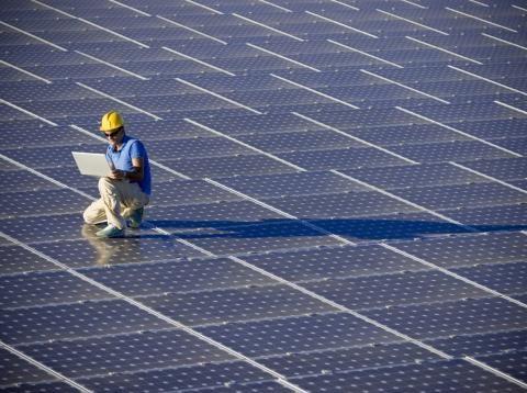Los 5 Paneles Solares Mas Potentes Para Dar El Salto Al Autoconsumo Segun La Ocu Paneles Solares Sistema De Energia Solar Energia Solar