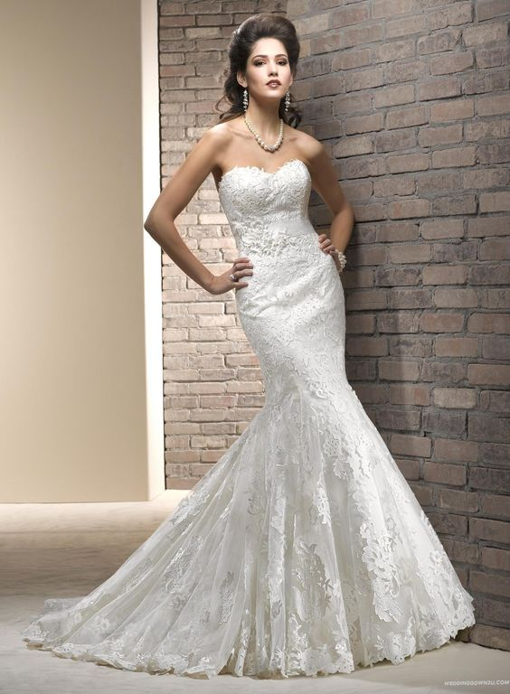 GORGEOUS!!! Elegant Trumpet Sweetheart Court Train Tulle Wedding Dress 2013 with Lace Appliques