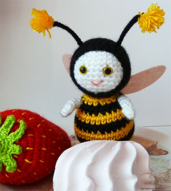 Amigurumi Basic Doll Pattern : Amigurumi, Bees and Free crochet on Pinterest