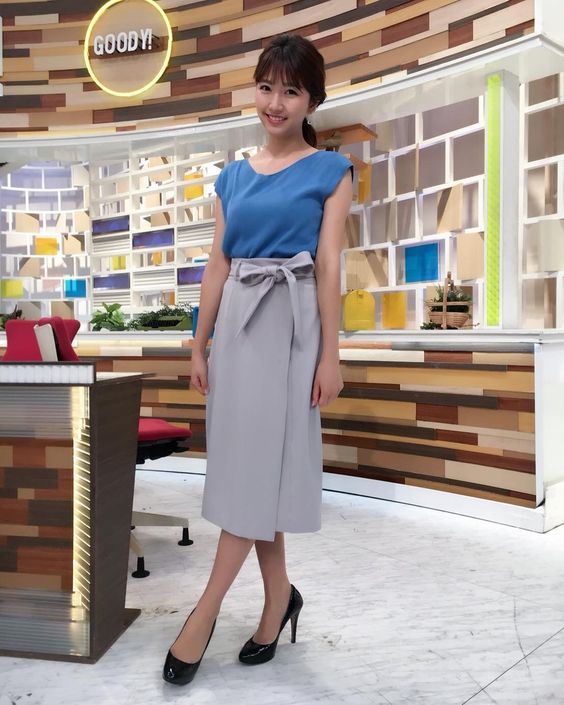 グッディ!のスタジオで清楚な衣装を着て立っている三田友梨佳アナの画像