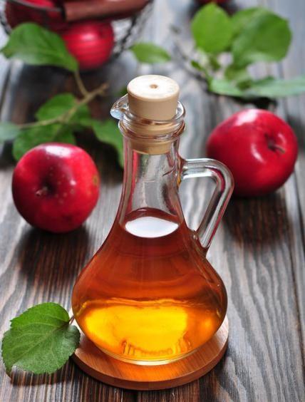 8 usi dell'aceto di mele utili alla nostra salute