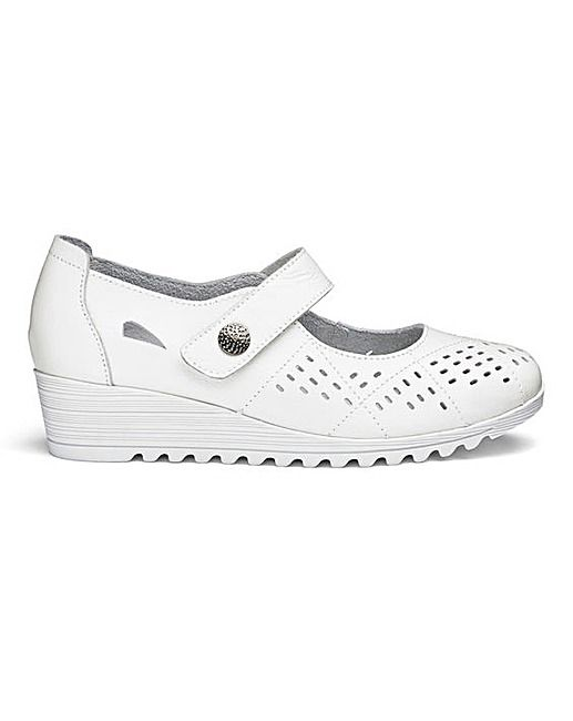 44 Comfortable  Shoes That Make You Look Fabulous shoes womenshoes footwear shoestrends