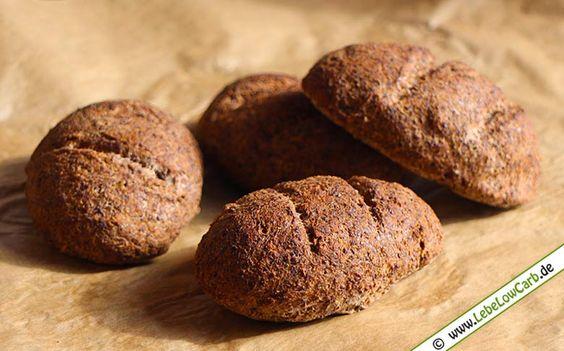 Low Carb Rezept für herzhafte Brötchen mit Leinsamenmehl. Schmecken wunderbar mit Wurst oder Käse als Belag ... Bio Leinsamenmehl findet Ihr in unserem Shop unter http://www.foodonauten.de/produkte/mehle/leinsamenmehl-teilentoelt-500g-bio/