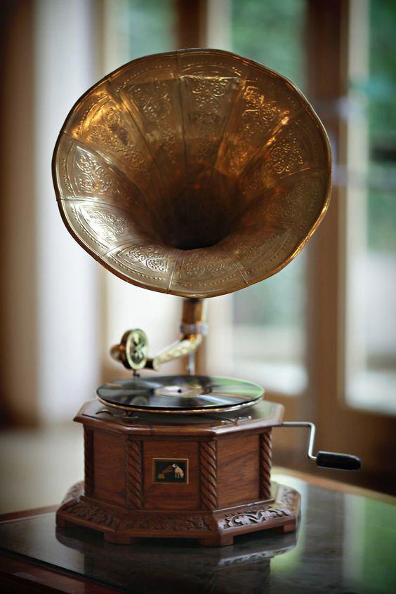 Gramophone wedding decoration 1920s Gatsby #Wedding Theme