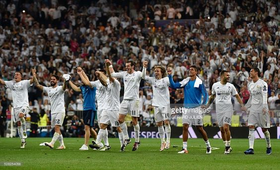 Real Madrid players celebrate their victory at the end of the UEFA Champions League semi-final second leg football match Real Madrid CF vs Manchester City FC at the Santiago Bernabeu stadium in Madrid, on May 4, 2016. Real Madrid won 1-0. / AFP / GERARD