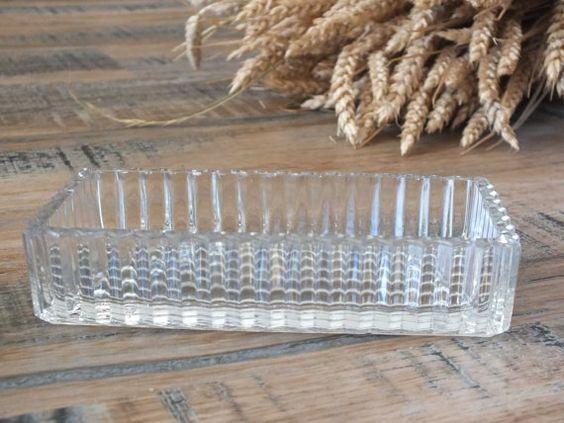 Retrouvez cet article dans ma boutique Etsy https://www.etsy.com/fr/listing/234258134/vide-poche-grand-modele-en-verre-vintage