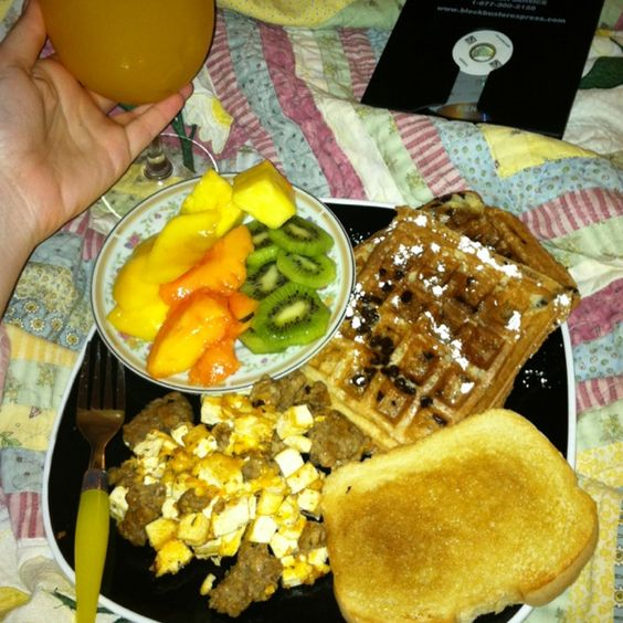 This was my Valentines breakfast in bed <3