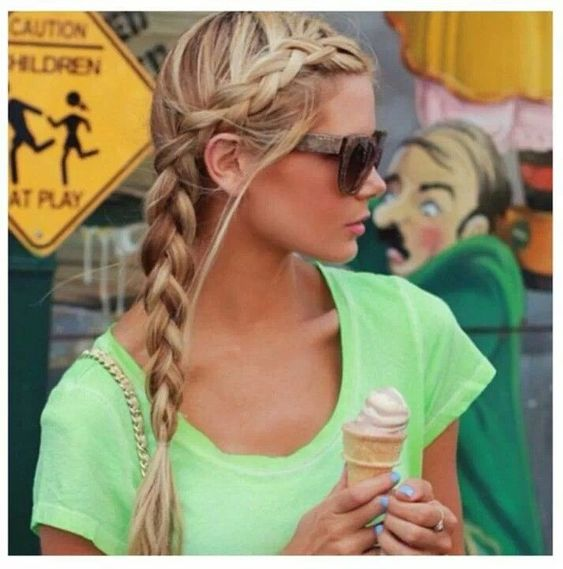 Cute summer hairstyle for the pool and the beach