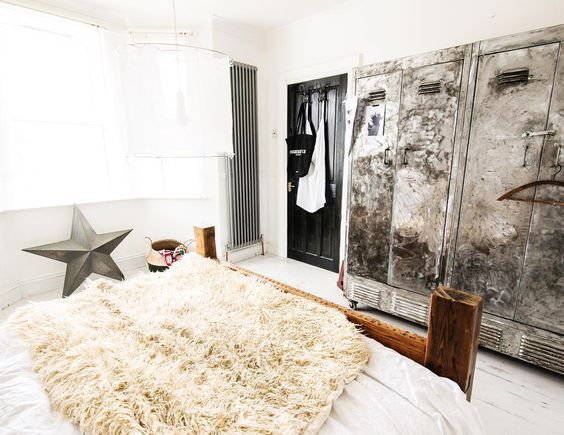 Just 5 more minutes 😴💤💤💤... #bedroom#decor  #design #industrial  #indu #scandi #scandinavian #scandinavien #home #maison #boho #bohemian #bohemien #linen #white #rustic  #vtwonen #modern #blogger #frenchblogger #plants  #eclectic  #locker #love #chambre #blogger #linen  #stwotwenty #chambre #lazysunday #reclamation #vintage