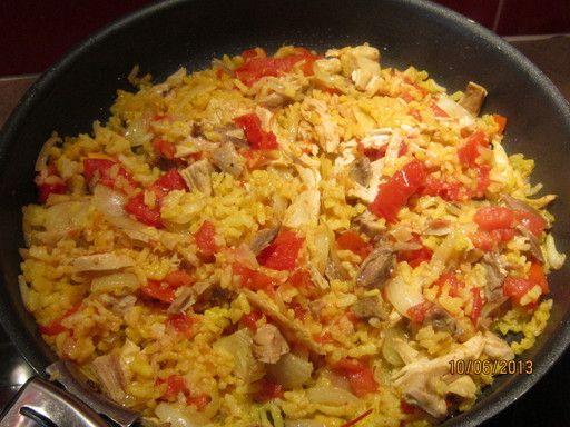 riz, tomate, bouillon de volaille, oignon, huile d'olive, ail, poulet, vin blanc, basilic
