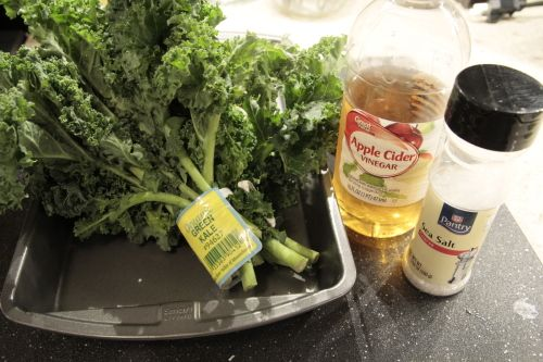 How to make kale chips using sea salt and coconut oil