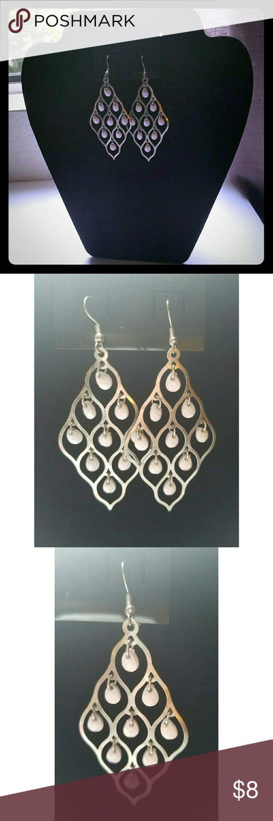 """💋SALE💋 Silver & White Earrings Beautiful Silver Earrings w/White dangling Beads 3"""" L x 1.5"""" W Jewelry Earrings"""