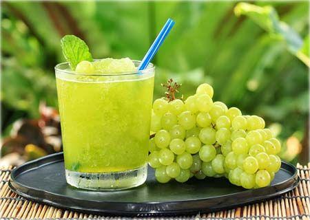 Suco detox de uva e água de coco: perder barriga