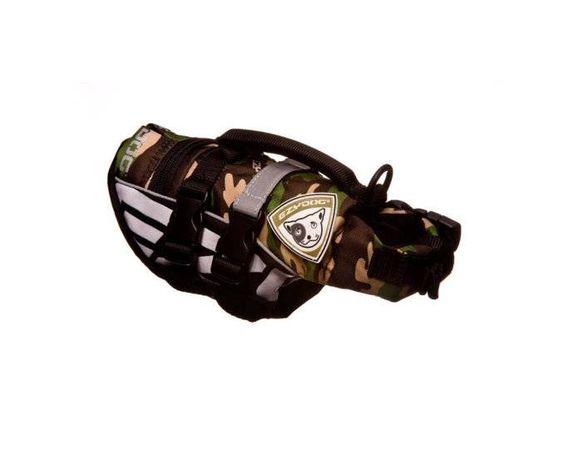 Met dit zwemvest stuur je een hond pas echt veilig het water in!  De voordelen op een rij:  - Extra stevig en veilig. - Het drijfvlak loopt door voor de borst. - Reflecterende strepen over de rug. - Voorzien van 2 verstelbare brede buikbanden. - Handvat op de rug om de hond uit het water te tillen. - Ring op de rug om een lijn aan vast te klikken.