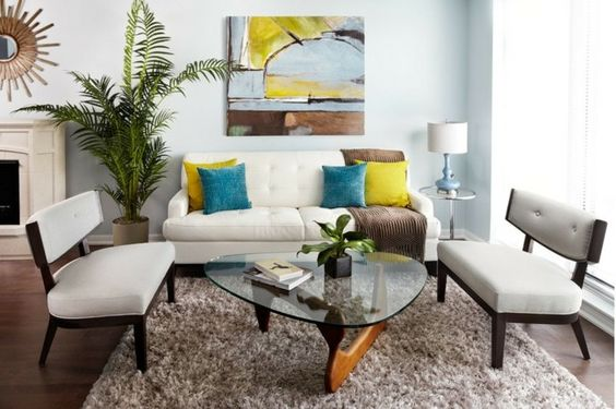 Deko Ideen Mietwohnung Wohnzimmer Helle Farben Sofa Gepolsterte Bnke Hochflor Teppich Wandbild Grne Zimmerpflanzen Kissen Lampe In Der Ecke
