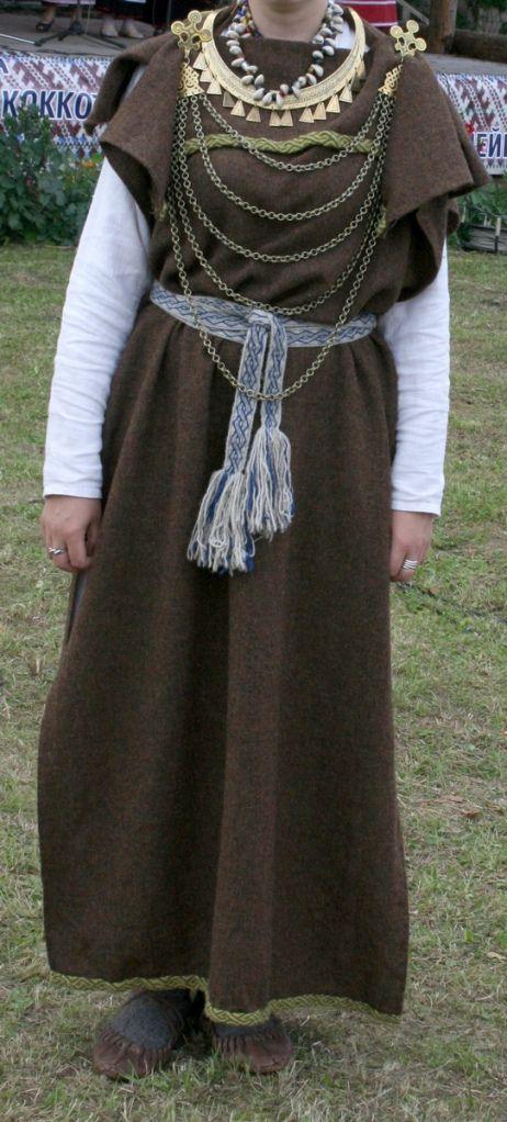 Vaipkleit. Iron age peplos dress from Estonia, reconstruction, similar to Eura style Finnish dress.  Maarjapäev Petseris 2009 340