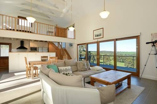 Seascape Retreat Victor Harbor Located on 75 acres, the luxurious Seascape Retreat offers private self-contained villas with panoramic views over Victor Harbor on the Southern Fleurieu Peninsula. Each villa has its own private balcony and barbecue facilities.