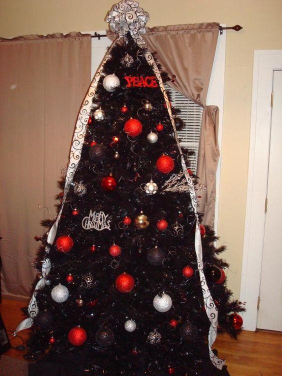 35 Black Christmas Tree Ideas Coz Everything Else Is Just Background Noise Hike N Dip Black Christmas Tree Decorations Black Christmas Trees Christmas Tree Decorations Diy
