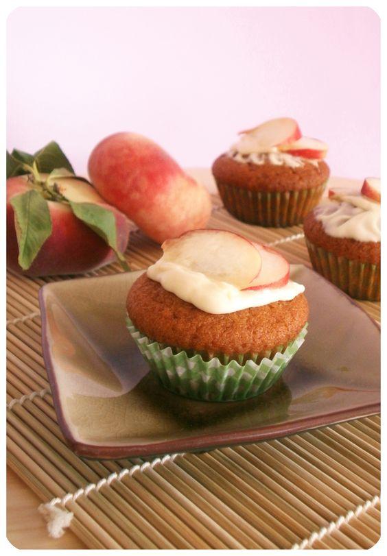 Cupcake alla pesca con cioccolato bianco / Peach Cupcakes with white chocolate