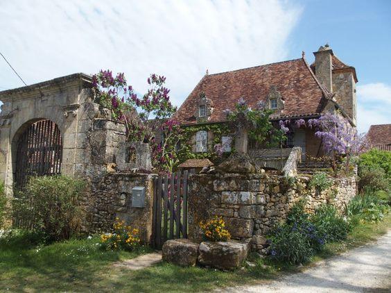Frankreich, wie es früher war - Die Dordogne im Südwesten Frankreichs ist ein Schatzkästchen voller Geschichten und Kulinarik. Und dennoch (fast) nur Krimi-Freunden aus Martin Walkers Büchern bekannt. Das sollte sich ändern. Zum Reisebericht: http://www.nachrichten.at/reisen/Frankreich-wie-es-frueher-war;art119,1786265 (Bild: Jörg-Brosche)