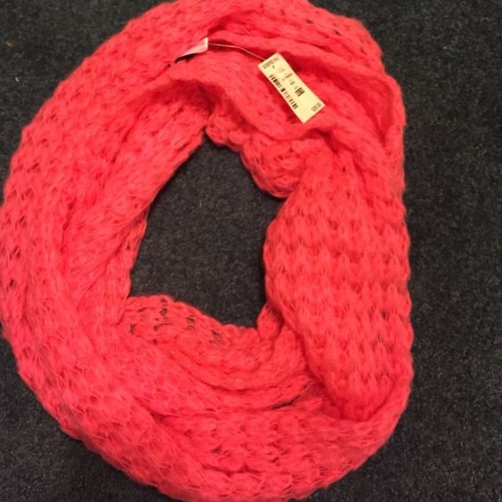 Women's Scarf Aeropostale, never worn, very soft Aeropostale Accessories Scarves & Wraps