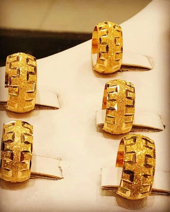Pin By Alaa Alaa On محابس ذهب Jewel Box Class Ring Jewels