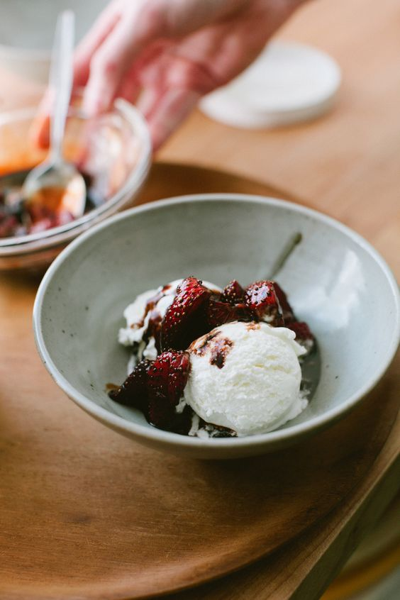 Roasted strawberries, Strawberry sauce and Strawberries on Pinterest