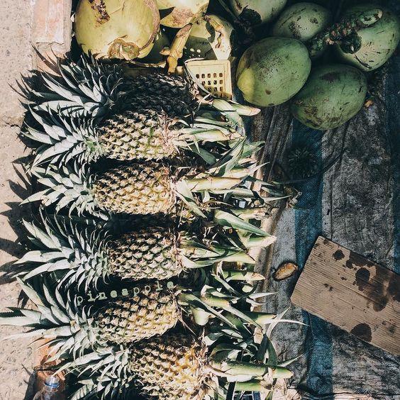 #marketfood #fruit #coconut #pineapple #fresh #thegreenies #underworld #underthesun #sunshine #natural #beautyofnature #tropicalfruit #local #journey #explore #thesouthpoleofvietnam #camaucape #dailylife #firsttripofmy23 #camau #VSCO by daubutocroi