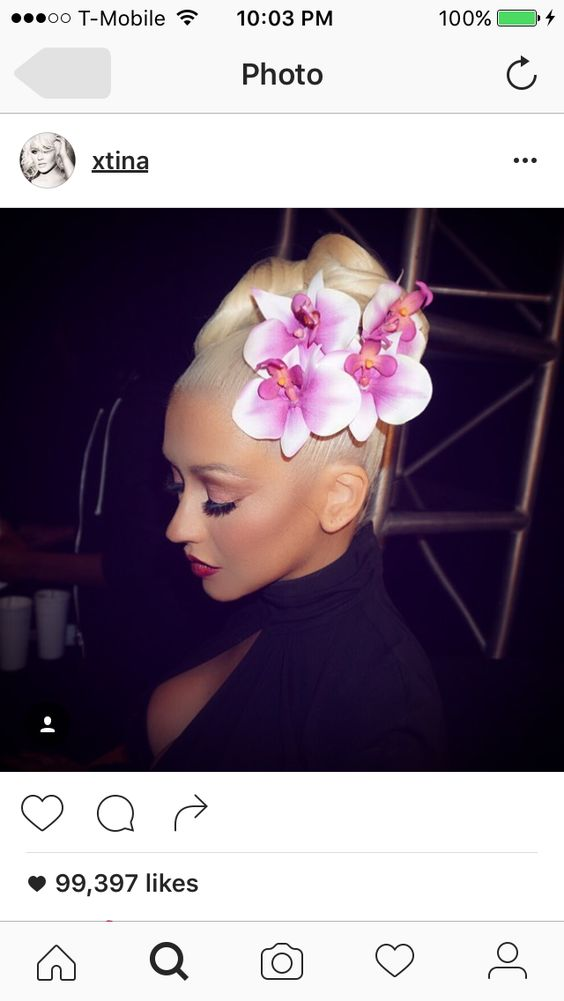Christina Aguilera wearing two flowers in her hair