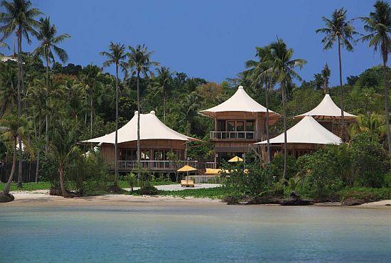 Six Senses Soneva Kiri Resort in Thailand offers tree pod dining, where customers can have their gourmet meals amongst the trees (via bornrich): http://bit.ly/HooOVK