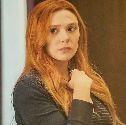 New Pic Of Wanda From Avengers Infinity War Elizabetholsen Wandamaximoff Scarletwitch Elizabeth Olsen Scarlet Witch Scarlet Witch Marvel Scarlett Witch