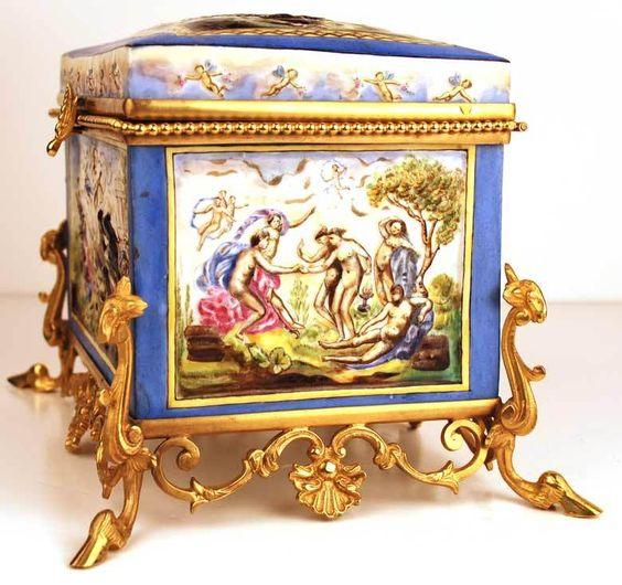 Arqueta en Capo di Monti,Italia,siglo XVII  Coleccion privada