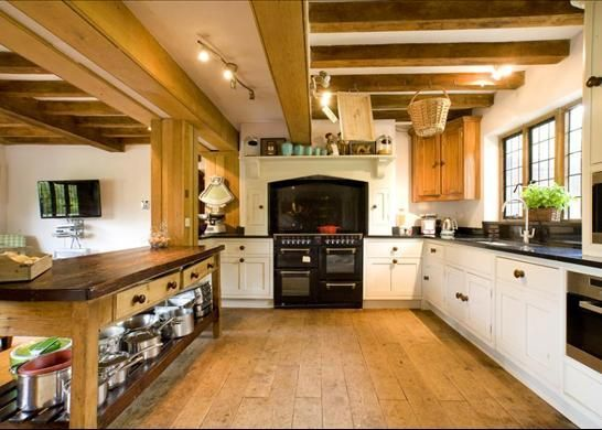 Holiday House in Henley-on-Thames with walking and log fire