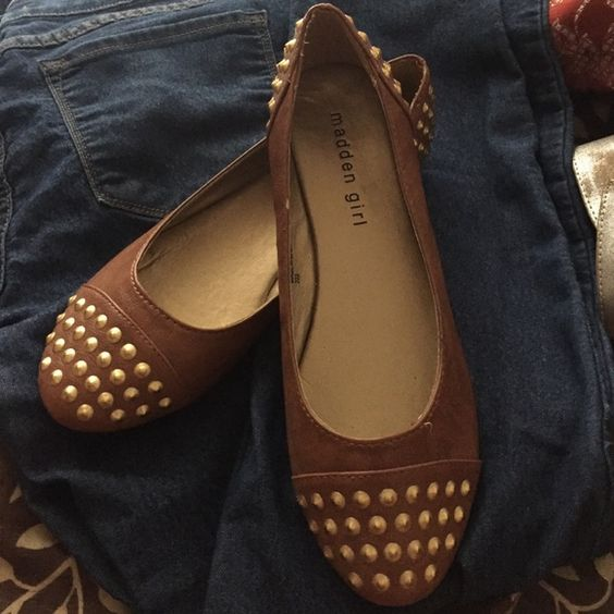 Adorable Madden girl flats Brown with gold studs NWT cafe brown flats cute when worn with jeans or skirts never been worn new shoe👌 Madden Girl Shoes Flats & Loafers