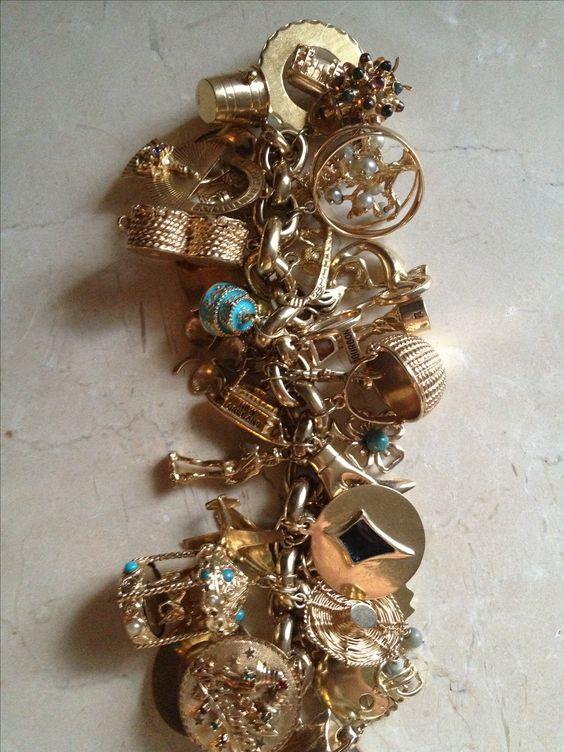 Vintage charm bracelet.: