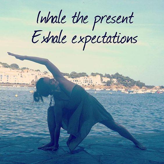 #present #noexpectations #yoga #uttithaparsvakonasana #cadaques #costabrava #holidays #beyogi #yogaquote