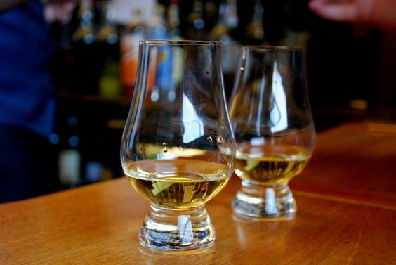 Left: 17yo cask strength limited edition Glenlivet (this: http://www.whiskyshopdufftown.com/shop/the-glenlivet-17-years-old-cask-strength-edition/) Right: 10yo Tobermory: